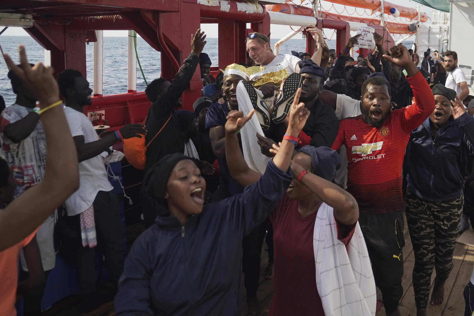 Record Numbers of Migrants Taxied by Subversive Corporations arrive and fan out over Europe